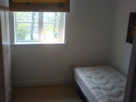 Single room in modern townhouse all bills included, wifi, sky, cleaner