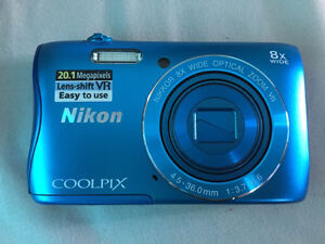 NEW Nikon Coolpix S3700 20.1 mp wifi camera and accessories Windsor Region Ontario image 3