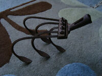 Gardening implement, hoe / rake type, with 5 tines, quite old, quite light, art perhaps?
