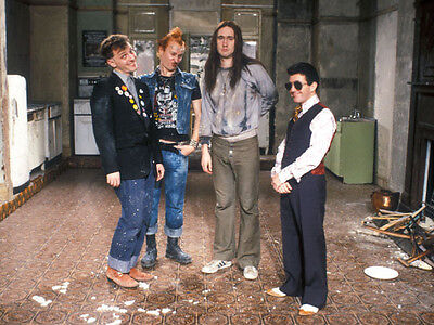 Christopher Ryan, Rik Mayall & Nigel Planer photo - H4372 - The Young Ones