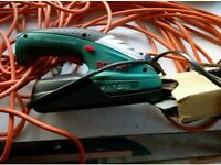 Hedge trimmers including portable one