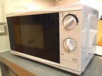 Second-hand Tesco Microwave 17L White