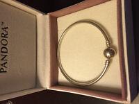 Bracelet pandora rigide