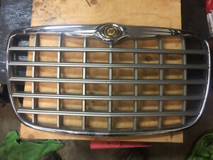 2005-2010 Chrysler 300 Front Grill Kitchener / Waterloo Kitchener Area image 1