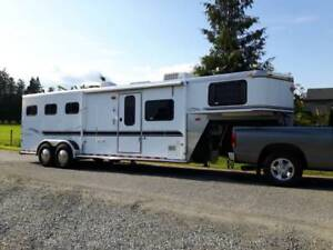 SUNDOWNER 3 HORSE WITH 8' LIVING QUARTERS