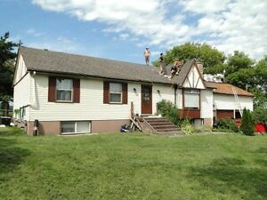 4+ bdrm HOUSE for SALE on approx 2 acres