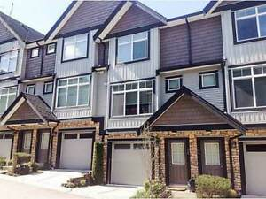 Clean and Well Kept Townhome (Surrey)