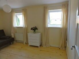 Spacious double bedroom in a modern house close to Cambridge North train station and Science Park
