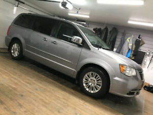 2014 Chrysler Town & Country Limited Minivan, Van