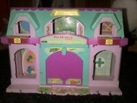 ANIMAL RESCUE AND VET TOY HOUSE WITH ANIMALS AND A PORTABLE VILLAGE BUS