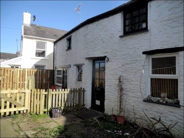 Another one bedroom cottage to rent in Llanybydder