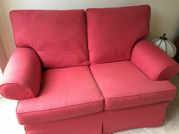 2 Seater MULTIYORK SofaHigh Quality Sofa Fully Removable Covers VGC (Can Deliverin Crouch End, LondonGumtree - 2 Seater MULTIYORK Sofa High Quality Sofa Fully Removable Covers VGC (Can Deliver) Very expensive new and very well made. The sofa covering and cushion covers are easily removable and can be dry cleaned. The second photo shows the sofa with the...