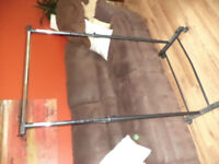 Clothing rack with wheels - Excellent condition