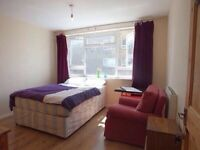 B&B DOUBLE ROOM AVAILABLE £25 PER DAY. 7mins by walk to Manor House station.