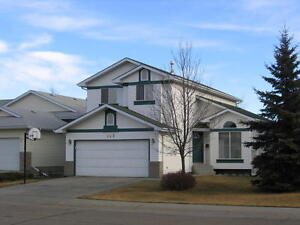 4 bedroom House with dbl attached garage+ Den in Twin Brooks!!