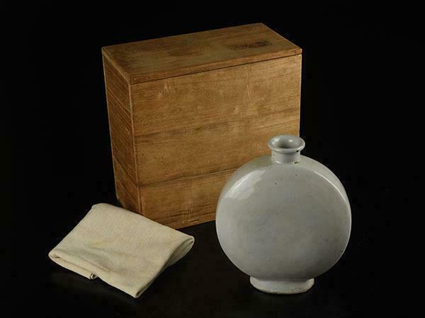 Korean Joseon Dynasty White Vase / W 14.6 × H 17.2[cm]