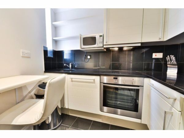 Cozy 2 bed close to Camden Town Station ideal for Professional Sharers - Just £435pw!!