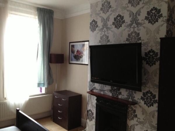 Various rooms in 5 & 6 bed shared house near city centre/University
