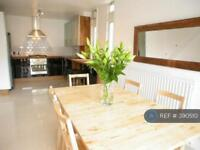 5 bedroom flat in Clapham Common, London, SW4 (5 bed)