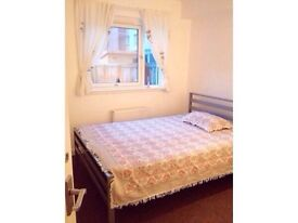 Double bedroom available in city quay
