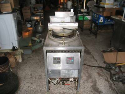 Broaster Company Commercial Pressure Deep Fryer Model 1800gh Natural Gas