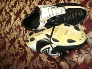 reduced!!!!!!!!!!Used Men's umbro soccer shoes London Ontario image 1