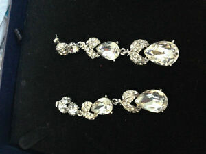 Gorgeous earrings, perfect for a bride Cambridge Kitchener Area image 2