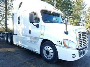 2015 Freightliner Cascadia FOR SALE
