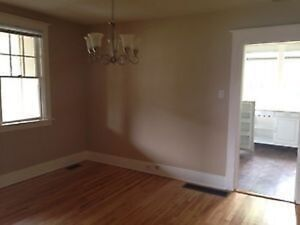 2 Bedroom Townhouse Dead end Street Lawn/Snow and Heat INCL.