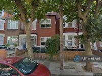 2 bedroom flat in Carlingford Road, Turnpike Lane, N15 (2 bed) (#984198)