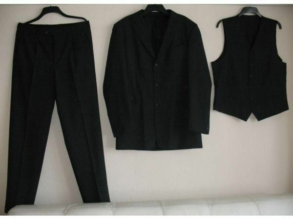 3 pieces grey suit EXCELLENT condition