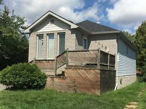 ***$1150 all inc, 2 bed lower flr home,laundry 1115 Rosedale***