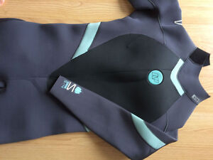 2016 NP Serene 5/4/3 back zip wetsuit, size 12