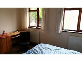 A small double room £420, walking distance to New Malden
