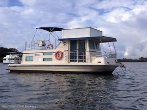 Vickers 33 Houseboat - AU $76,000 Marmong Point Lake Macquarie Area Preview