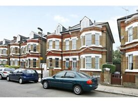 A nice double to let in a Victoria house, share large garden and living room. Bills included!