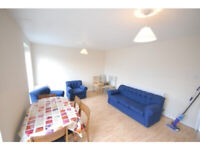 Clean modern large 3 bedroom maisonette flat with a living room. 10mins walk to Southfields Tube
