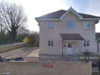 3 bedroom flat in Feltham, Feltham, TW13 (3 bed) (#963913)