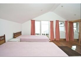 Ensuite Twin room Private Shower/Toilet. 2 Weeks Deposit. Central Line. All bills & Wifi incl