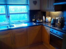 Lovely en-suite double room ALL bills included, Trinity, parking