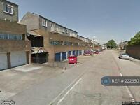 3 bedroom flat in Chieftan Drive, Purfleet, Essex, RM19 (3 bed)