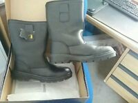 BRAND NEW/BOXED SIZE 7 BLACK SAFETY RIGGER BOOTS COST £25 TAKE £15