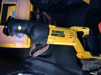 Dewalt  reciprocating saw and 20 volt batteri
