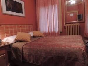 Chambres d'hôtel a louer au centre Ville Mtl en face/Métro Berri