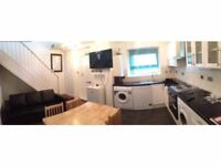 Twin room in Barons Court