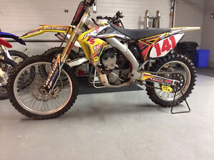 2011 Suzuki Rmz 250 fuel injected. Low hours.
