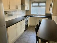 Good size 3 bedroom house in Dagenham dss with guarantor accepted