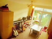 Huge double room (living room) Willesden Green