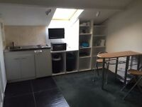 Oak Suite - Self Contained Studio Flat, Double Bed, Kitchenette, Shower Room, Washer Dryer, Parking