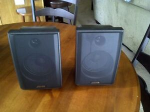 Advent Aw820 900mhz Wireless Portable Stereo Speakers